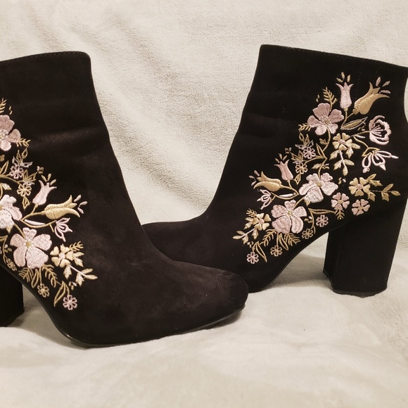 13aad75d2bf JustFab Loreida Ankle high flower boots in Women